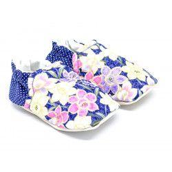 Chaussons bébé souples bleu mauve à fleurs