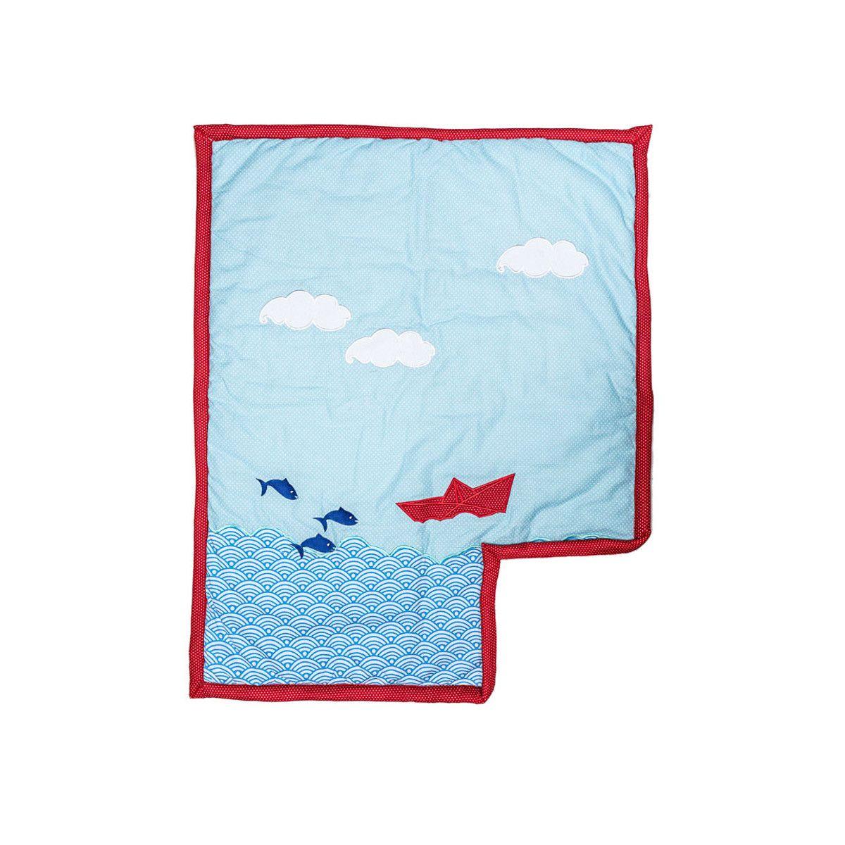 Couverture coton polaire bébé bleue ciel avec bateaux et nuages brodés