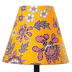 Petit abat-jour conique lampe jaune moutarde et fleurs