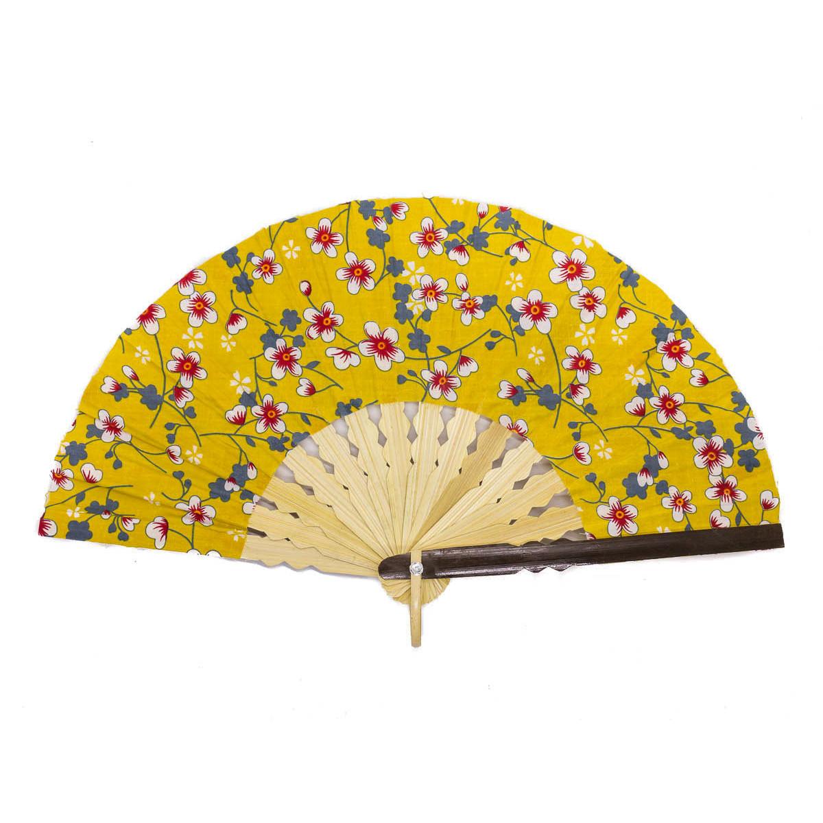 Eventail jaune moutarde et fleurs de cerisiers