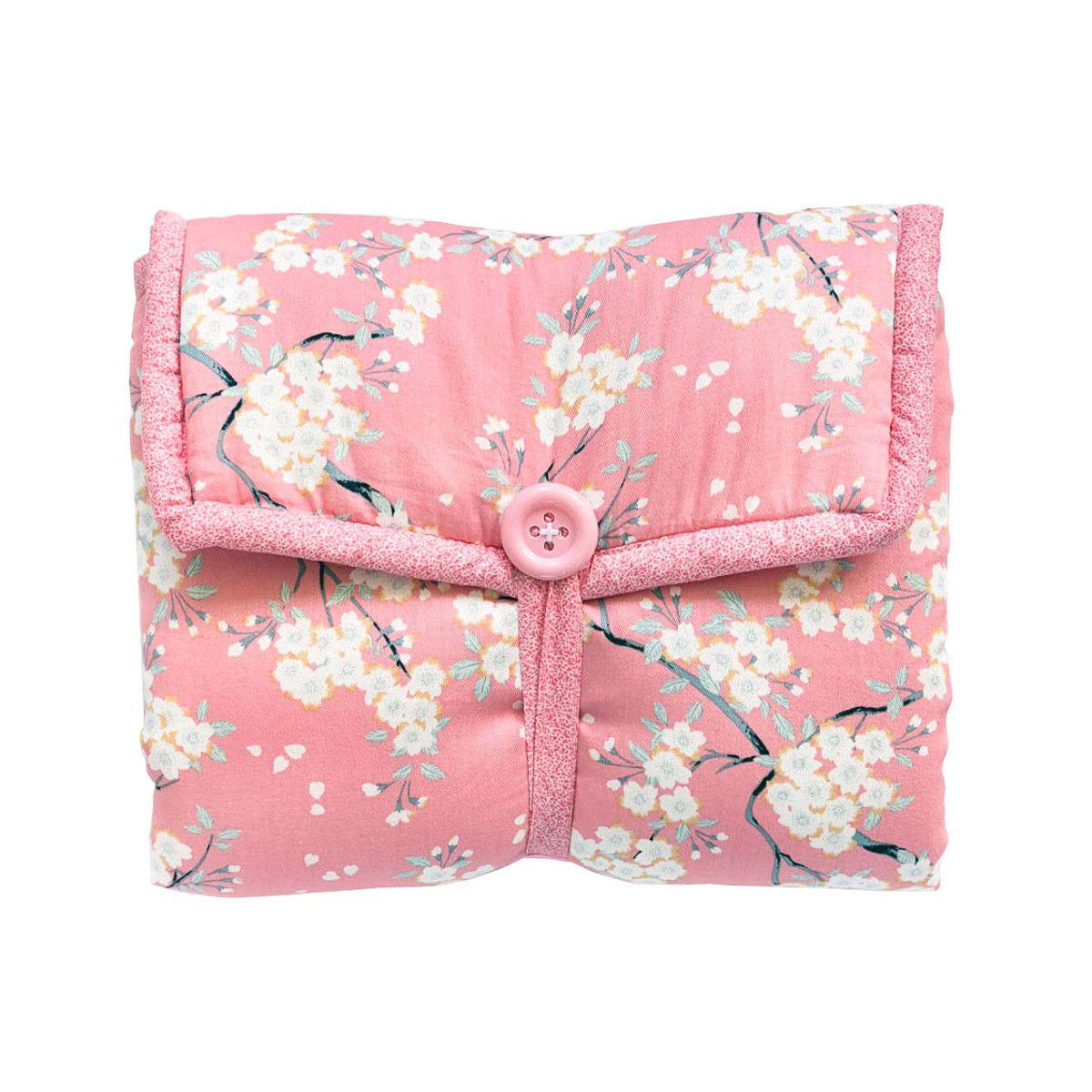 Tapis à langer nomade de voyage bébé coton éponge blanc et fleurs cerisiers rose
