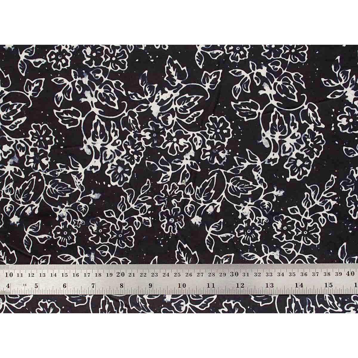 Tissu patchwork noir et blanc motif capucines