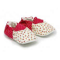 Chaussons bébé souples 0-24 mois blanc écru et petites fleurs rouges