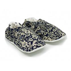 Chaussons bébé souples 0-24 mois bleu nuit et petites fleurs écru